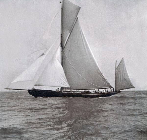 Brynhild pendant la King's Cup - île de Wight - 1902