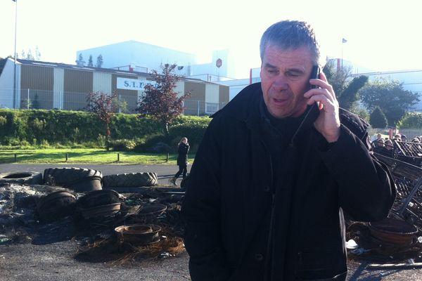 Jean-Marc Puchois, devant l'abattoir de GAD