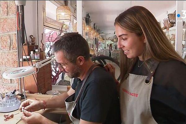 Eric et Mélissa Denizart sont père et fille. Ils travaillent le corail dans leur atelier de Porto, où ils proposent sculptures et bijoux.