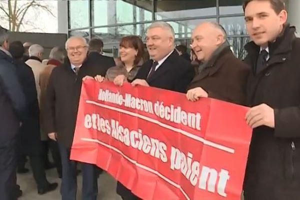 Les élus René Danési, Catherine Troendlé, Eric Straumann, Claude Brender et Raphaël Schellenberger manifestent leur mécontentement.