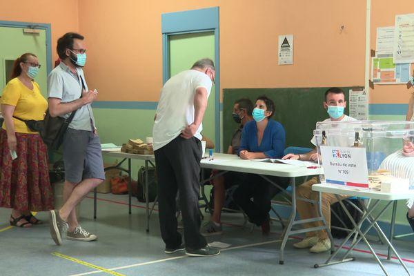 A Lyon comme partout en Auvergne-Rhône-Alpes, les électeurs sont appelés à désigner leurs futurs conseillers départementaux et régionaux.