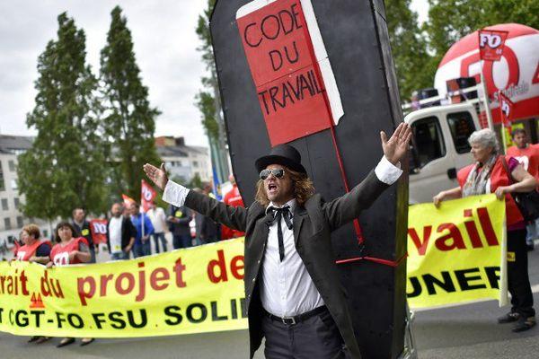 3 000 personnes ont défilé dans le centre ville de Nantes ce 28 juin 2016