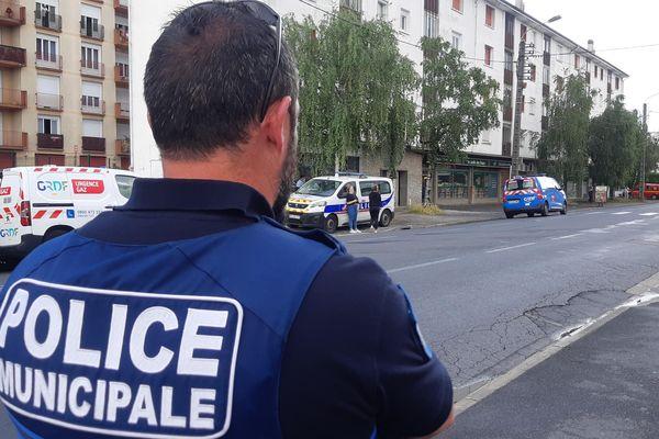 Les forces de police déployées Avenue Abbé Alvitre (route de Bordeaux) ce 22 juin 2021