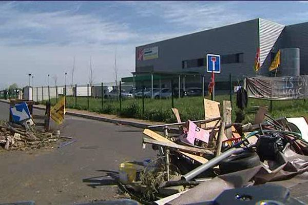 Les manifestants hostiles à la loi Travail ont bloqué pendant quatre jours la plate forme logistique d'une enseigne de la grande distribution à Cournon d'Auvergne prés de Clermont-Ferrand (63).