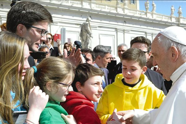 Ils l'ont fait, les jeunes du diocèse de Rennes ont pu serrer la main du Pape François et échanger avec lui