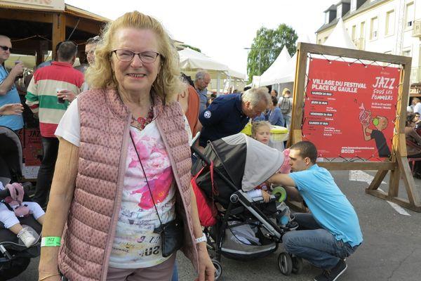 """Thérèse, 75 ans, vient chaque année du Lorey près de Saint-Lô """"pour l'ambiance, pour sortir, pour voir du monde"""""""
