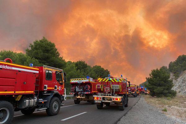 Le feu à Martigues inquiète les pompiers en raison du vent qui continue de souffler à près de 90 km/h.