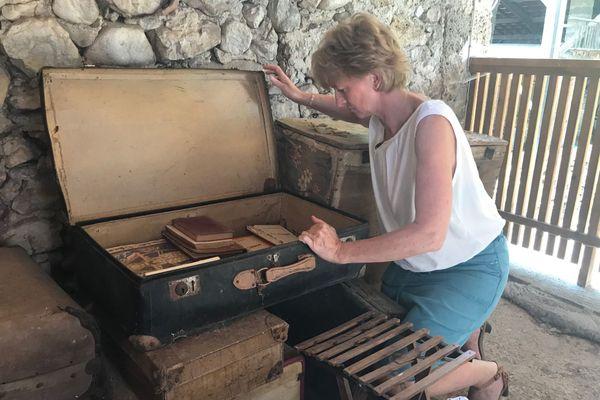 Christine Vial a retrouvé les romans oubliés d'Yvonne Martinet à Saint-Pierre-de-Chérennes, en Isère.