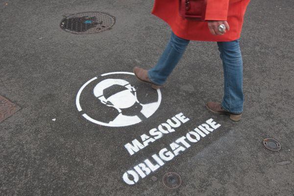 Le port du masque devient obligatoire en Suisse dans les lieux publics clos.