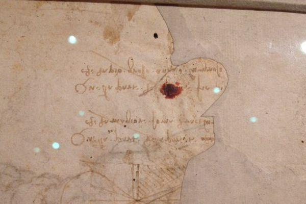 Au verso, des schémas scientifiques créés par vraisemblablement par De Vinci.