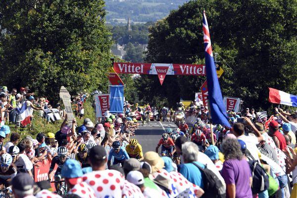 Le peloton du Tour de France lors de son passage à Mûr-de-Bretagne en 2018