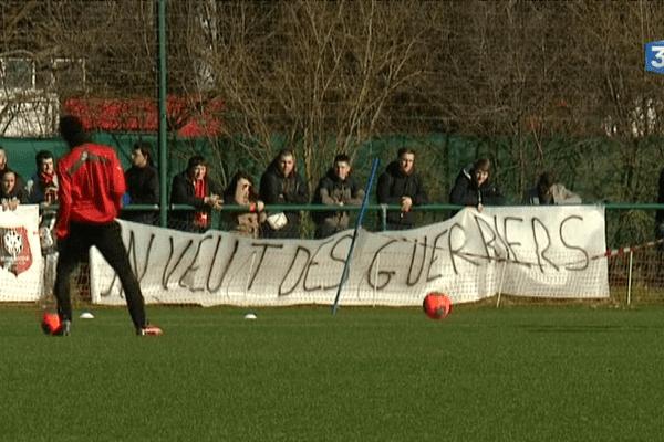 Déçus par l'attitude des joueurs lors de la défaite à domicile au match aller (1-3), les supporters rennais veulent des 'guerriers' sur le terrain face à Nantes, dimanche soir.