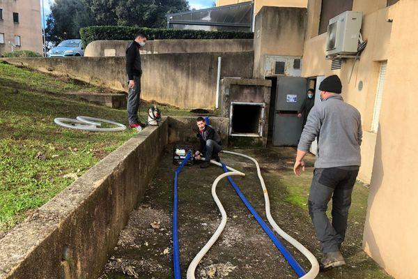 Une entreprise spécialisée a été contactée pour nettoyer l'installation d'eau du réseau privé des logements LOGIREM.