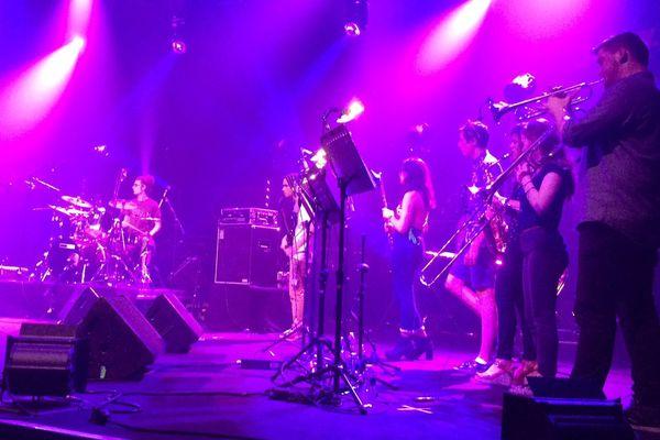 Le groupe Cold sweat, formé par des élèves du lycée Malherbe de Caen est monté sur la grande scène du festival Jazz sous les pommiers de Coutances le lundi 22 mai 2017