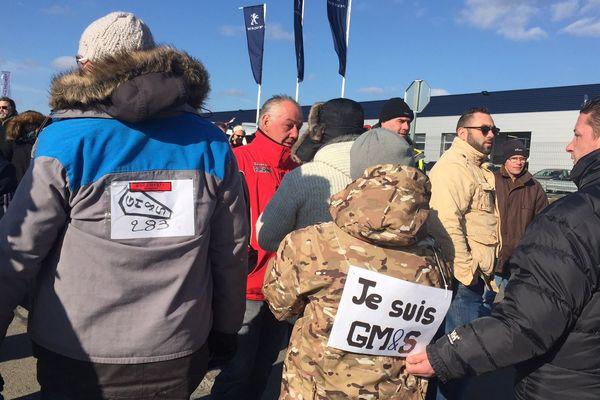 Environ 150 salariés de GM&S se sont rendus dans une succursale du constructeur Peugeot
