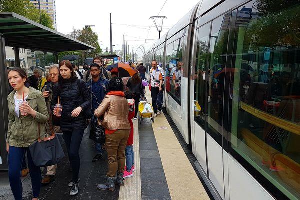 Depuis l'extension de la ligne C vers l'Allemagne, les rames affichent un taux de remplissage de 80% l'après-midi