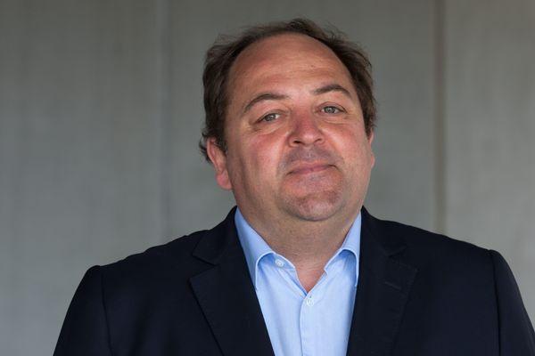 Raphaël Gauvain s'est engagé à s'installer à Châlon-sur-Saône pour pouvoir représenter la population de sa circonscription.