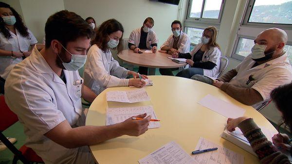 Réunion des soignants du service pédiatrie du CHU de Rouen