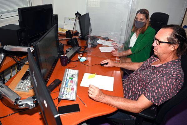 Justine, l'assistante de l'émission et Stéphane le monteur