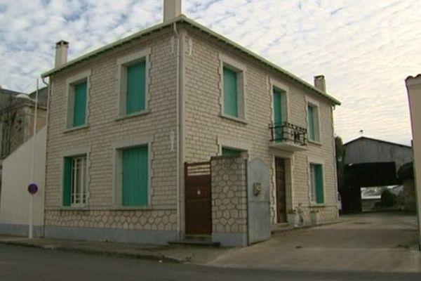 C'est dans cette maison de Saint-Pierre d'Oléron qu'un couple avait été cambriolé en 2013. Les époux Rivasseau ont été sequestrés avant de se faire voler leur véhicule, dans lequel les voleurs ont embarqué le coffre-fort qui se trouvait dans leur maison et qui pesait près de 300 kg.