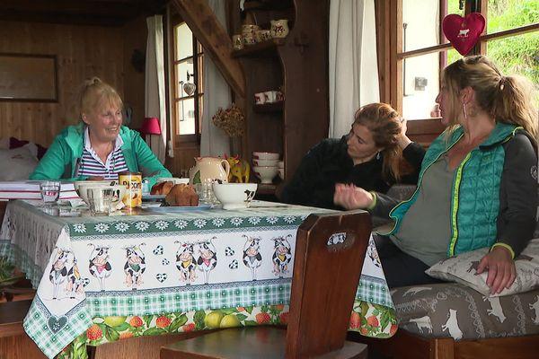 Sylviane Tavernier la pionnière et la relève. Elles ne sont que cinq femmes dans la prestigieuse Compagnie des guides de Chamonix