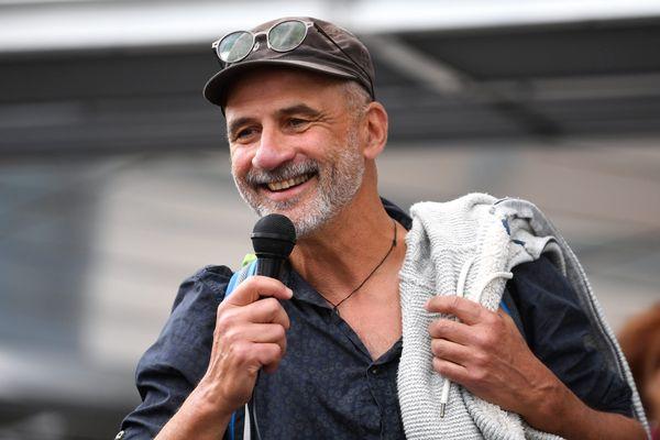 Trois mois de prison avec sursis ont été requis par le parquet de Grenoble contre Pierre Mumber, 55 ans.