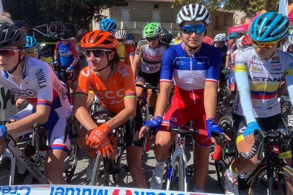 Le TCFIA, c'est le Tour cycliste international féminin de l'Ardèche. Une 17 eme édition qui se tient du 13 au 19 septembre et quivoit affluer les championnes. La raison : un classement flatteur pour cette épreuve de la part l'Union cycliste internationale et la proximité des championnats du monde.En orange : la néerlandaise Marianne Vos, médaillée olympique et championne du monde, en tricolore : Jade Wiel, championne de France sur route 2019