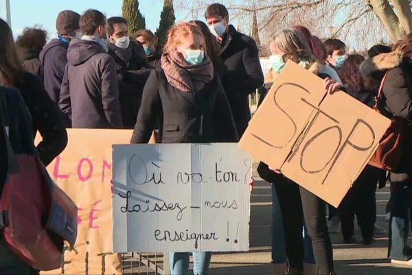 Les enseignants du collège de Saint-Gilles ont manifesté suite à l'agression d'un professeur