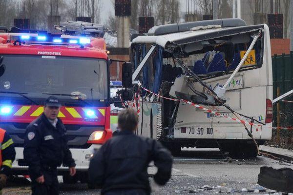 Le car des Mouettes après l'accident à Rochefort