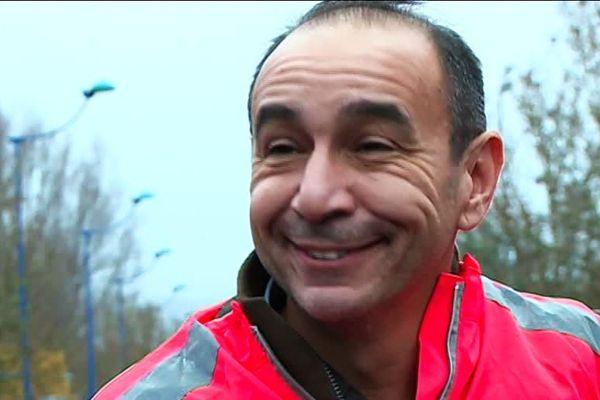 Emmanuel Privat, président du club de Triathlon de Périgueux et organisateur des 10 km du Canal de Périgueux, satisfait de la motivation des participants en dépit du mauvais temps