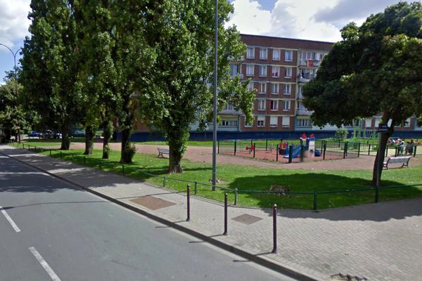 Le jeune homme a été visé par un ou deux individus alors qu'il se trouvait rue Mermoz dans le quartier Bois-Blancs à Lille