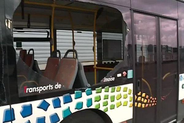 Plusieurs vitres de bus de l'agglomération nîmoise ont été brisées dimanche 3 juin 2018 sur le dépôt de Saint-Césaire.