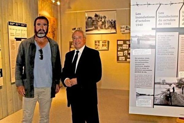 Eric Cantona en compagnie du maire d'Argelès-sur-Mer au mémorial de la Retirada - 27 juin 2014.
