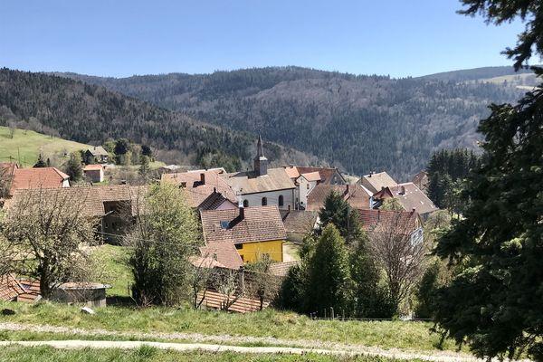 Le village de Belmont est un point de départ idéal pour partir en balade en famille.
