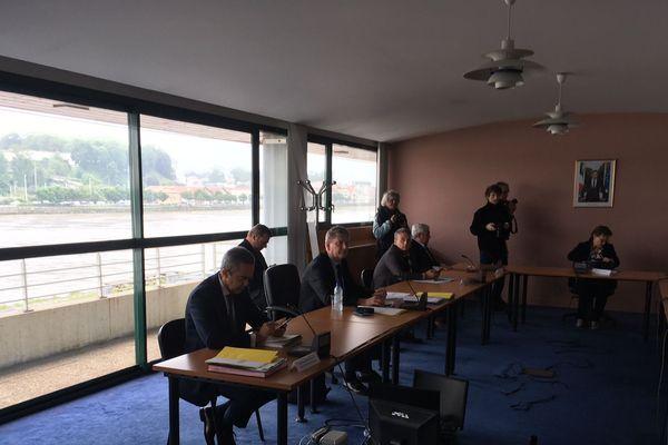 La décision a été annoncée cet après-midi à l'issue d'une réunion à la sous-préfecture de Bayonne