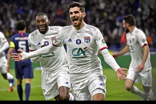 Martin Terrier lors d'un match de l'OL contre le PSG en mars 2020 et pendant la Coupe de France. L'attaquant rejoint les rangs du Stade Rennais