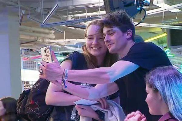 Maxence Danet-Fauvet, qui joue Elliott dans SKAM, a multiplié les selfies à Lille.