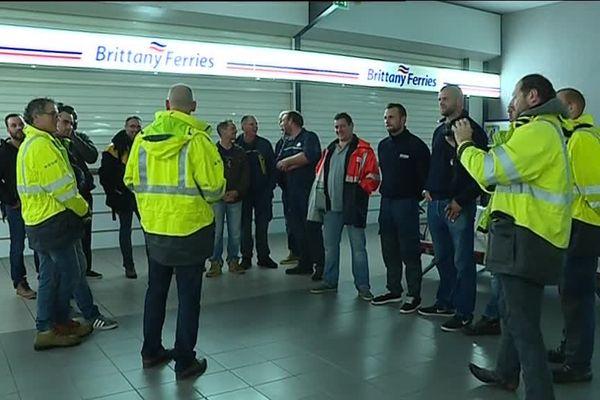 16 agents des cinq départements normands sont partis en Irlande aider à remettre d'applomb le réseau électrique