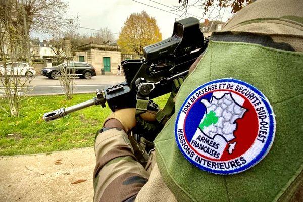Les militaires de l'opération Sentinelle, mobilisés dans le centre-ville, Limoges, mercredi 9 décembre 2020.