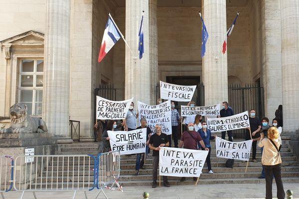 Des salariés d'Inteva manifestaient ce mardi 22 septembre devant le tribunal de commerce d'Orléans