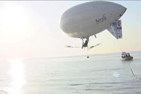 Le ballon à propulsion musculaire lors d'une tentative de traversée de la Manche.