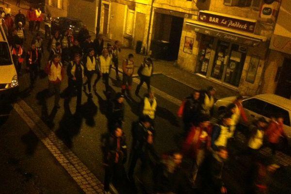 Les marcheurs dans les rues de Bourges au début de la randonnée commencée à minuit, le 21 février 2016.