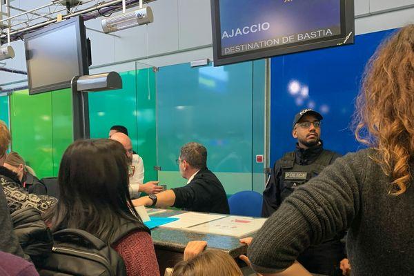 Une bagarre entre deux passagers s'est déclenchée aux alentours de 14h, devant le comptoir de la compagnie Air Corsica.