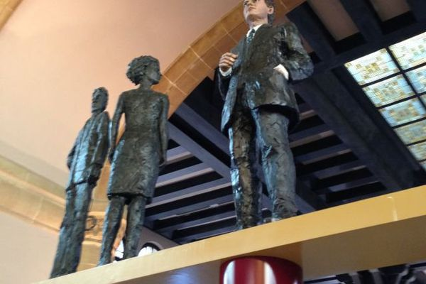 La statue en hommage au résistant Jean Moulin. Gare de Metz.