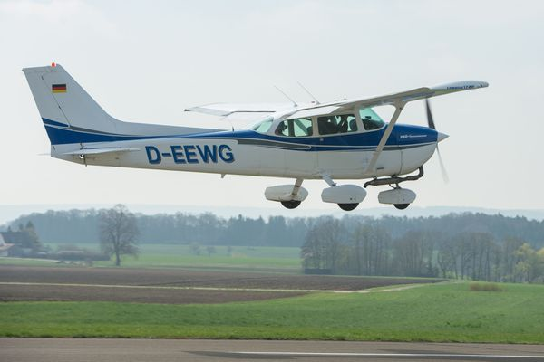 On ignore encore le modèle de l'appareil qui a dû se poser dans le Cher, mais il s'agit d'un petit avion de tourisme comme ce Cessna 172
