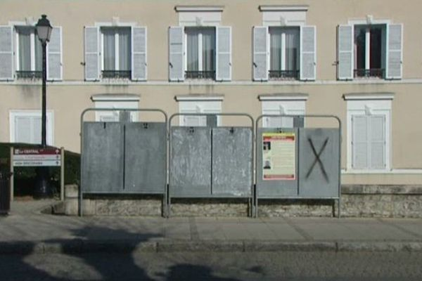 Panneaux d'affichage campagne municipales à Montargis