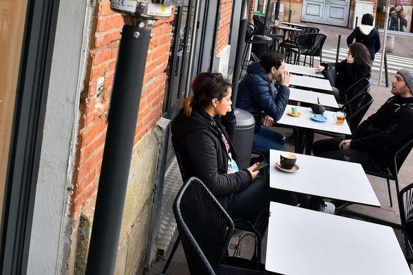 Pour une majorité de cafés, bars et restaurants, l'écartement des tables à plus d'un mètre ne peut s'envisager qu'en terrasse.