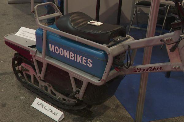 Une motoneige 100 % électrique présentée lors du congrès des Domaines skiables de France à Grenoble