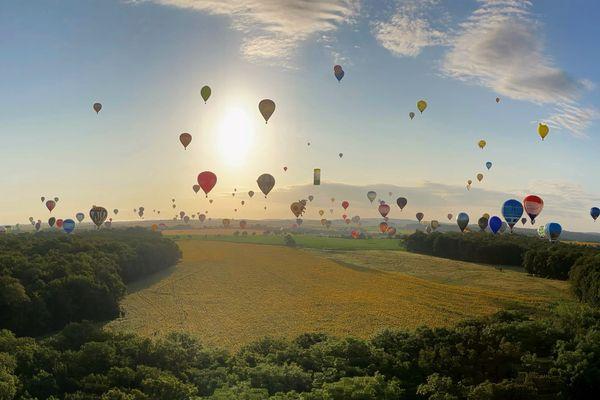 Panorama depuis une montgolfière lors du Mondial Air Ballons 2021