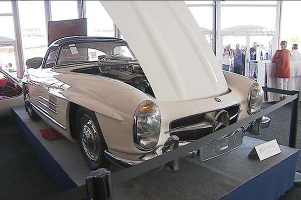 Cette Mercedez 300 SL Roadster de 1963 a été adjugée à plus de 3 millions d'euros ce samedi 7 juillet lors d'une vente aux enchères organisée pendant l'événement Le Mans Classic.